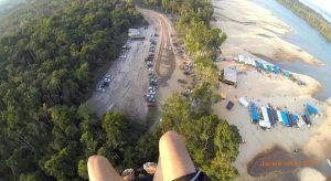 Praias do Rio Tapajós próximo à cidade de Jacareacanga com a Estrutura do evento anual do Jacareverão
